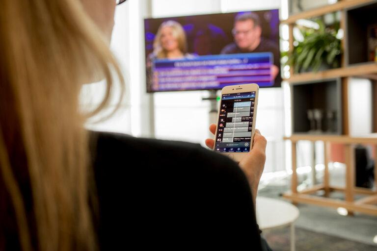 So you get the program on your TV UR CURVED.de