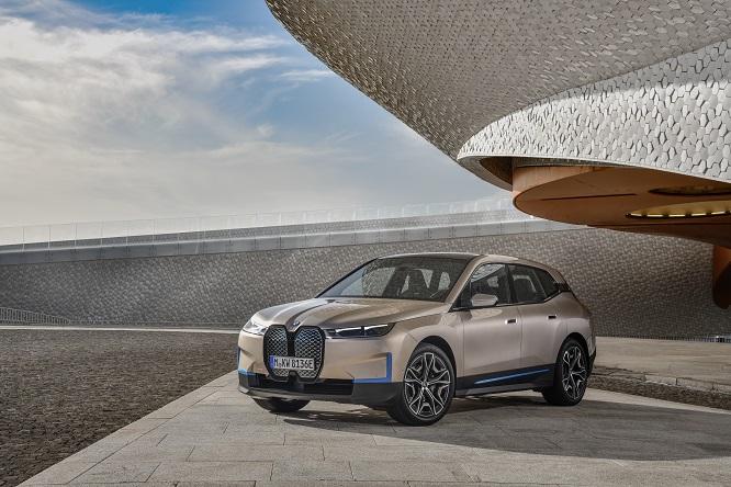 """BMW iX, Frank Stephenson: """"È un oggetto senz'anima"""""""