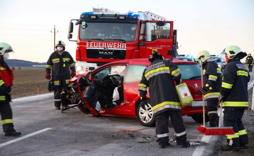 Serious traffic accident between two cars near Ebershwang
