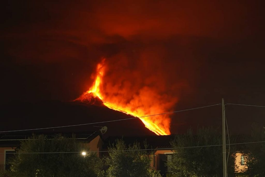 """Edna, the erupted magma is """"ancient"""": what does this mean? What is going on in the """"heart"""" of the volcano?"""