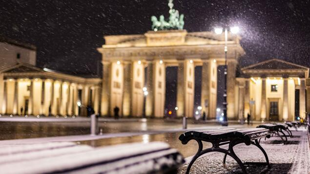 Always follow your nose !: Berlin Overnight Snow Walk - Berlin