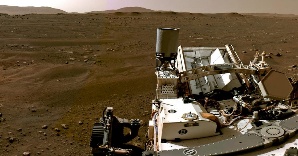 Diligently records the sound and its descent on Mars in pictures