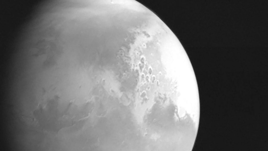 Tianwen-1: Chinese space probe sends first image of Mars