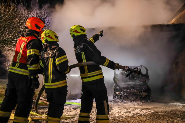 The car, including the carport and house fa ஃade, caught fire in the Kirschberg-South