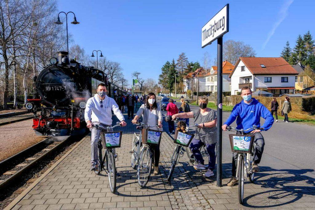 Find Elpland by train and rental bike