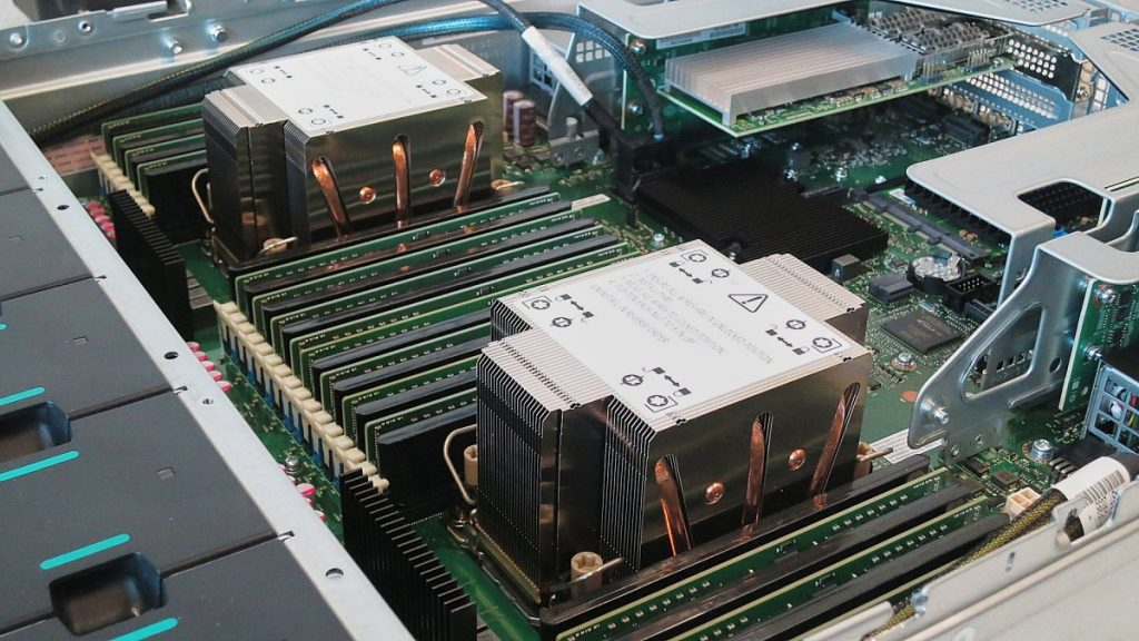 "Intel ""Sapphire Rapids-SP"": 56 CPU cores with 350 watts of power consumption"