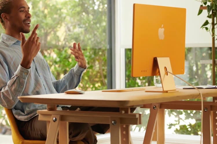 """The new sleek and colorful iMac 24 """"is in the Apple Store"""