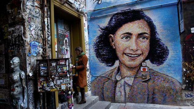 Anti-Semitism: Anne Frank Center in Berlin gets a new boss - Berlin