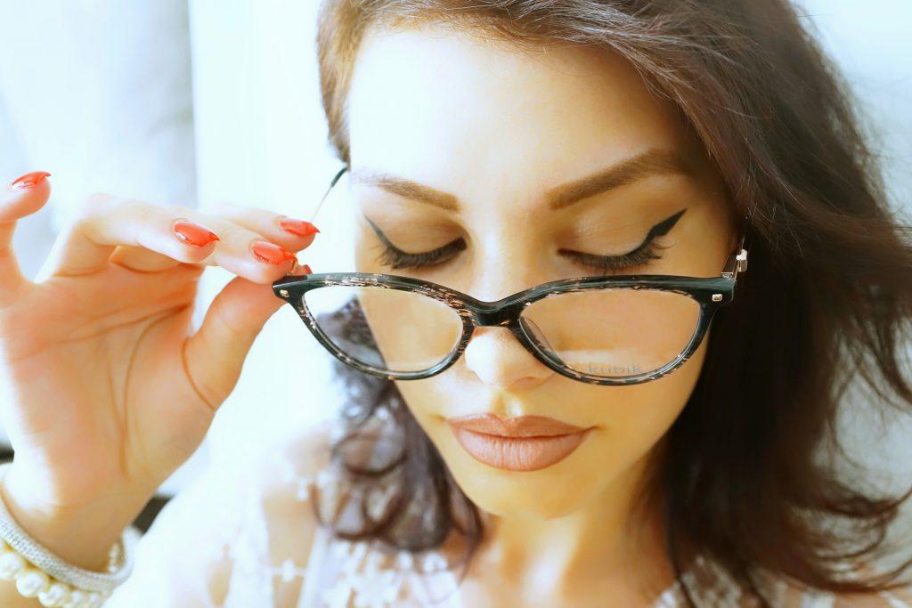 Tricks for choosing the right glasses for each face shape