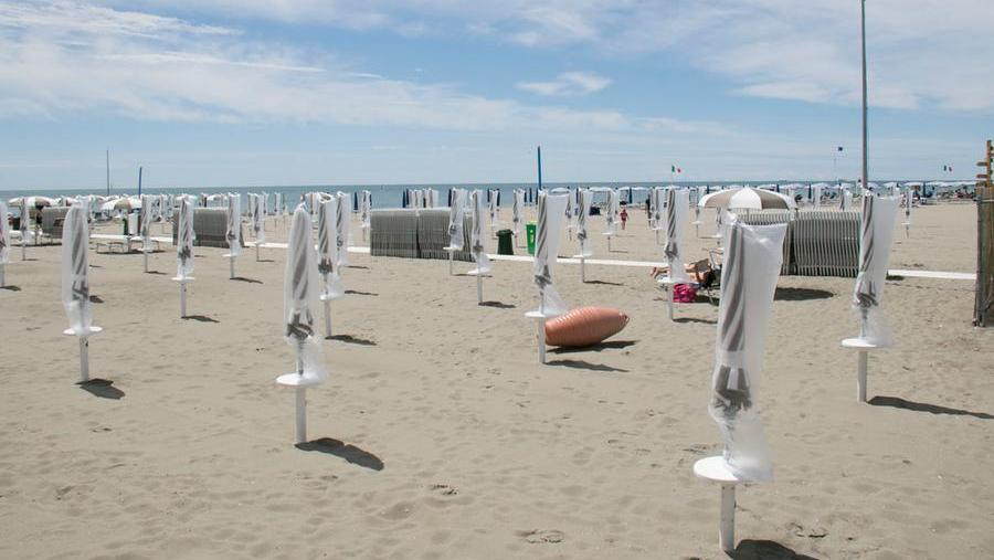 Grato is obliged to pay a service ticket (3 euros) to access the main beach