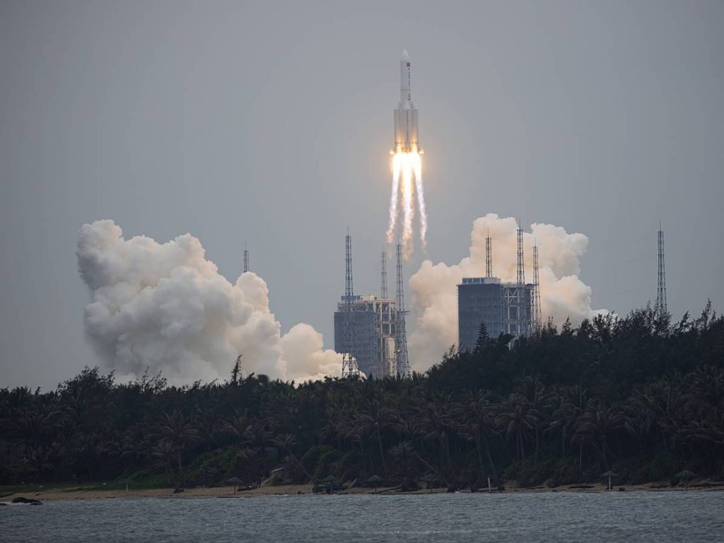 "A Chinese rocket strikes Italy in the ""free fall"""