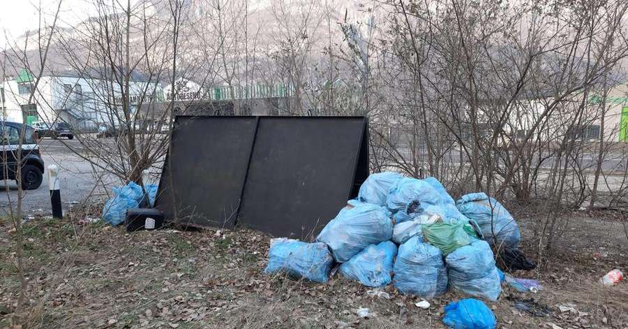 In the former semia she unloads twenty bundles of rubbish, but is identified thanks to the code - Vallagarina