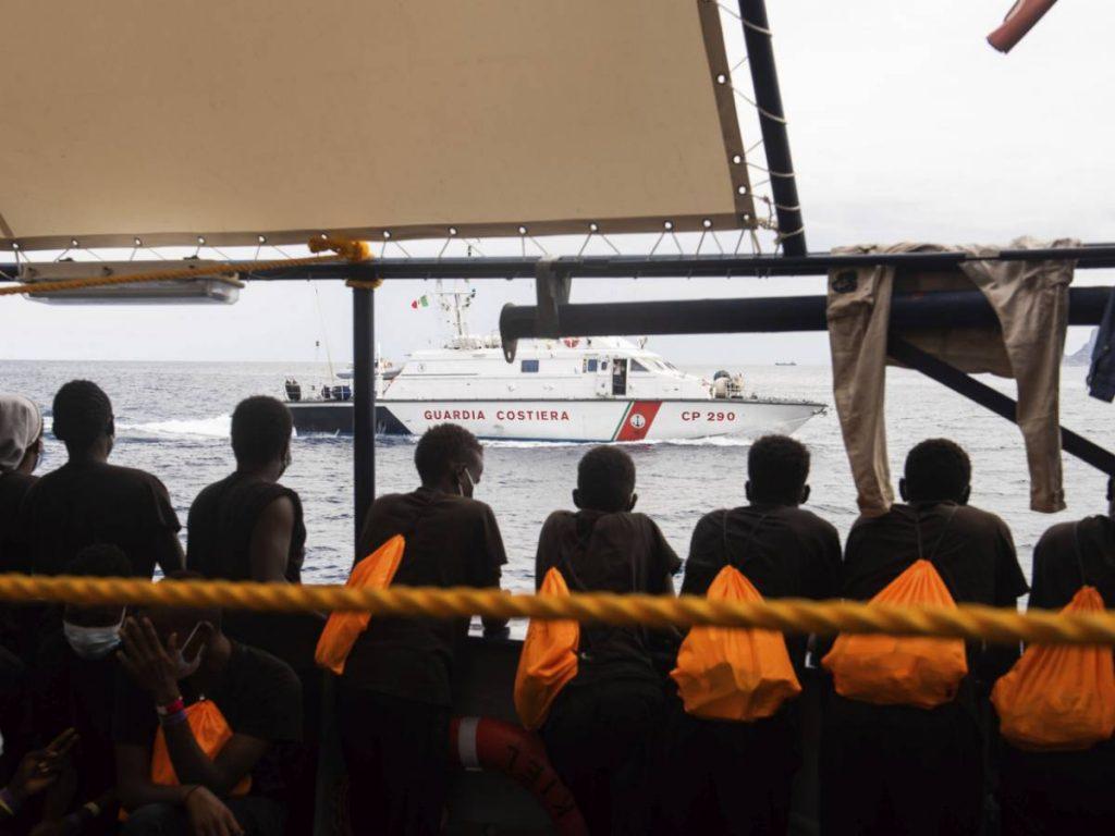 Maxi Landing in Trapani: Sea Watch 455 unloads immigrants