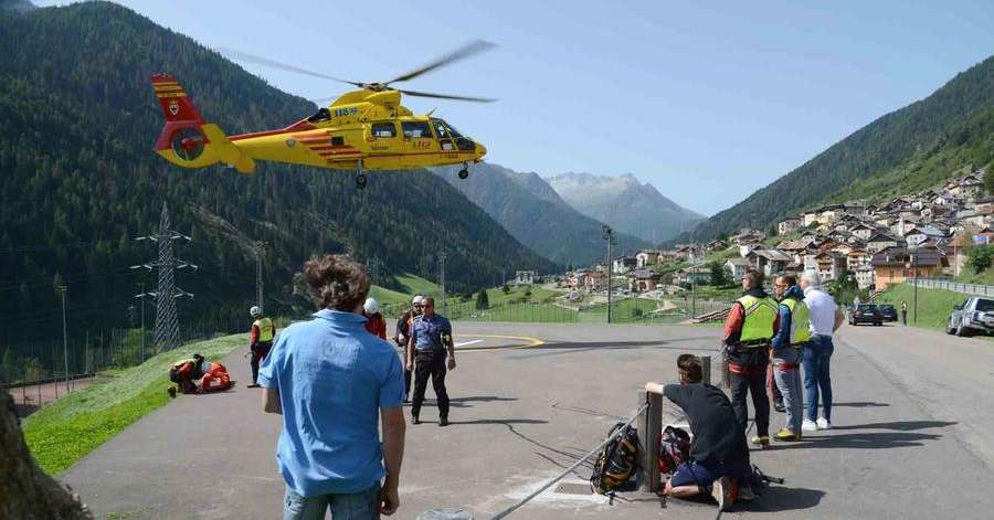 Prasanella threw stones at two climbers and dragged them thirty meters from the valley - the mountain