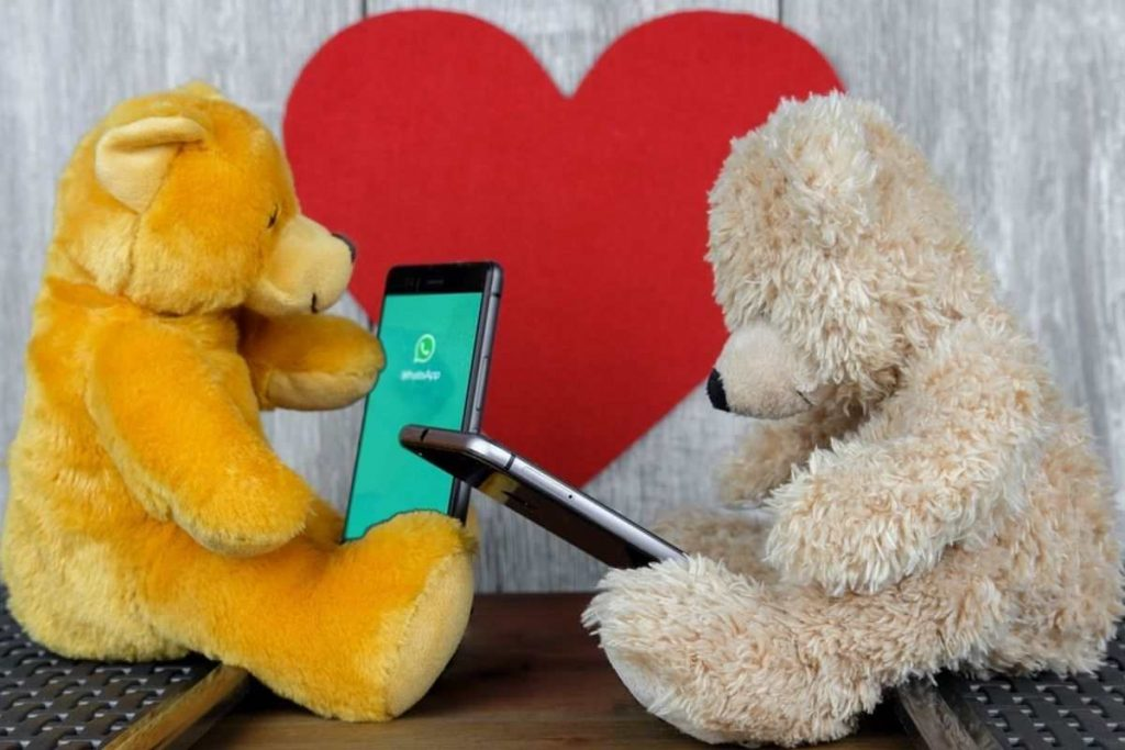 WhatsApp is a free and legal application to spy on your partner