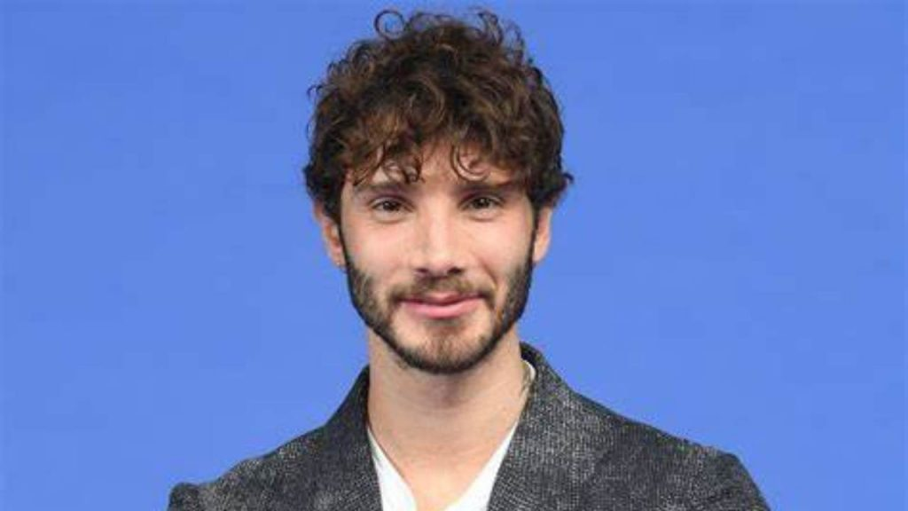 'Friends', Stefano de Martino killed: De Philippi throws him out and calls a singer    Irrationality