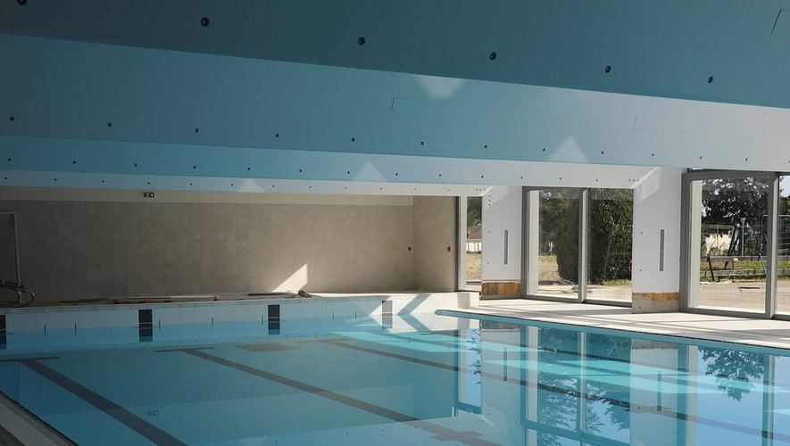 Swimming Pool: Immersed in the refurbished pool