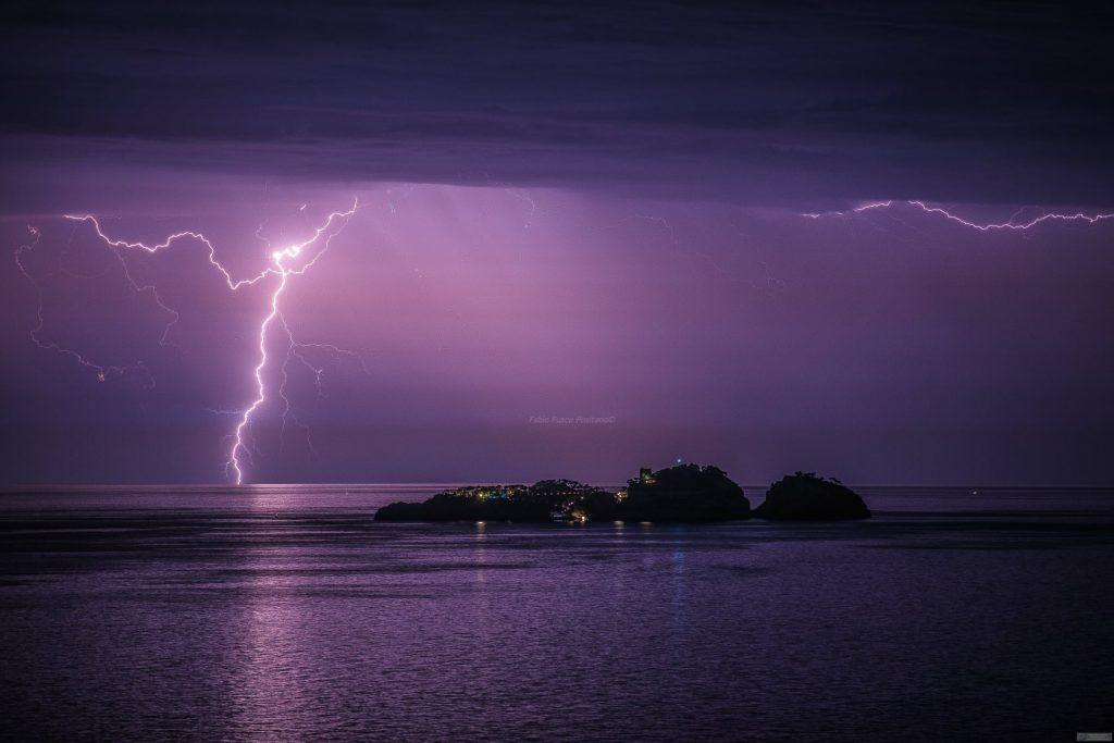 Poseidon News - Fabio Fusco's incredible shot, Le Gully glowing with a lightning bolt