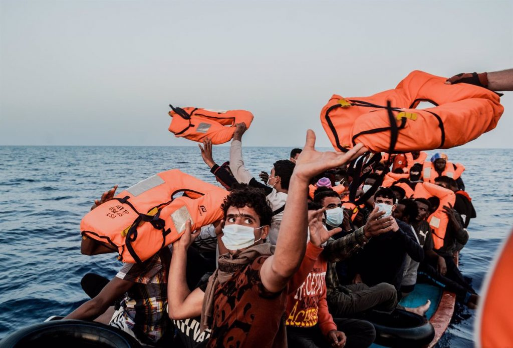 'Ocean Viking' downloads 122 immigrants in Italy