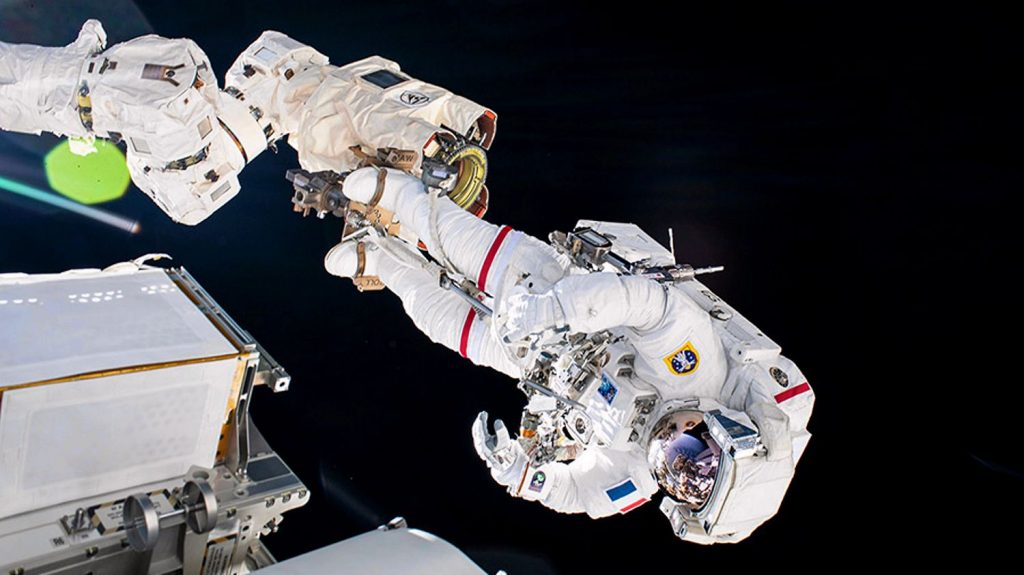 Follow Thomas Peskett's space trail from the live ISS