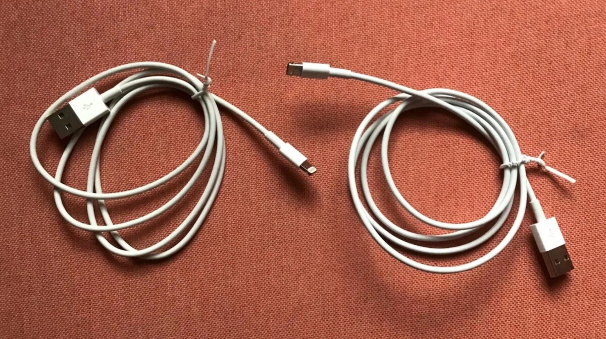 The OMG cable is indistinguishable from the official lightning cable at first glance