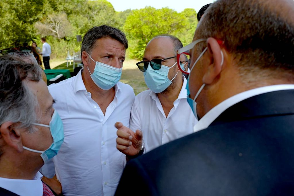 """Renzi downloads Orlando: """"He failed"""" and chooses the narrator: Mixise"""