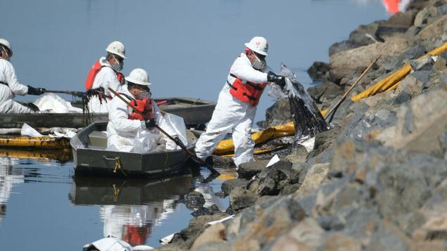 Environmental Disaster in Southern California: Oil Spill Threatens Beach - Beaches Closed - Panorama - Community